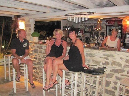 Hotel Onira : Gezellig 's avonds aan de bar