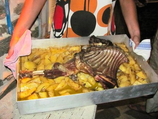 Hotel Onira : Zelfgemaakte geit in de oven