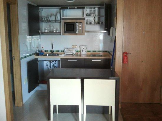 MS Alay Apartments: Pequeña cocina