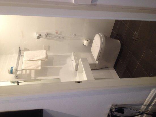 Central Station Hotel: Bathroom
