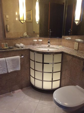 Radisson Blu Alcron Hotel, Prague: Bath room