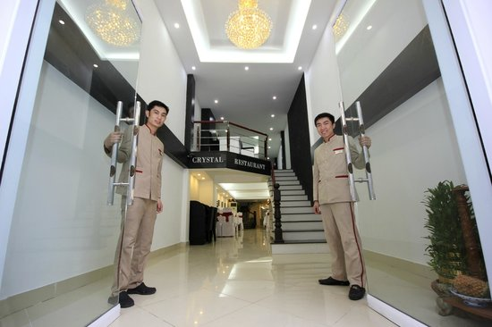Hanoi Crystal Hotel: Welcoming staff