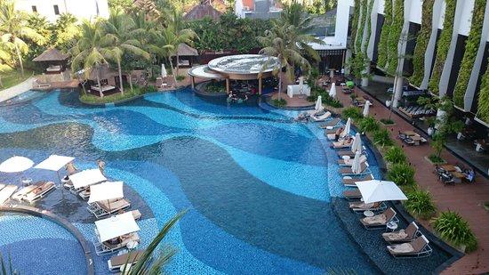 The Stones Hotel - Legian Bali, Autograph Collection: Kolam renang dari kamar