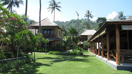 Qunci Villas Hotel: Our room top left