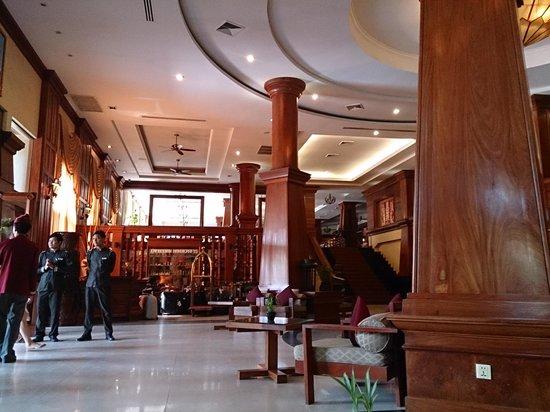 Prince D'Angkor Hotel & Spa: ホテルのロビー!!のんびりしてます。