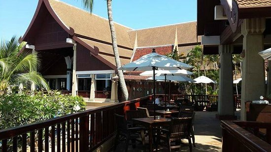 Novotel Phuket Resort : food near pool