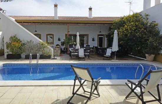 Casa de Cacela : pool and breakfast area