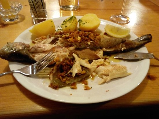 Forellenstuberl: Форель с чесноком и луком