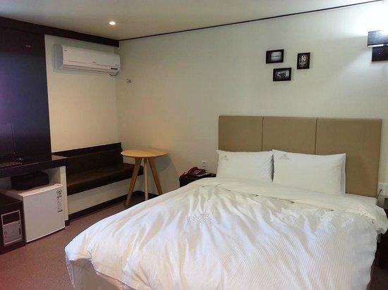 Elysee Motel: nice & comfy bed