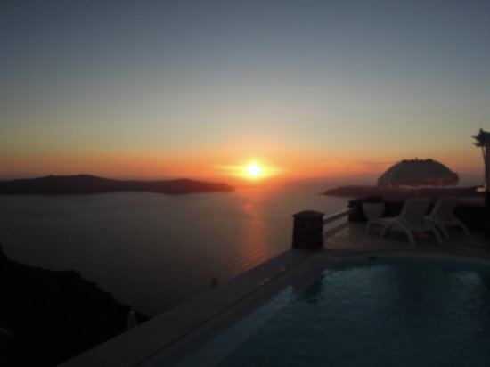 Tholos Resort: Not many sunset can beat this