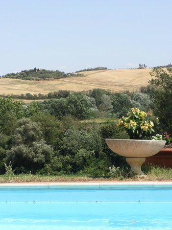 Agriturismo Il Colombaio: the view from the pool