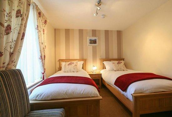 Brackley Oaks Guest House : Twin Room Accommodation Brackley