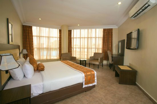Swiss International D' Palms Airport Hotel: Guest Bedroom
