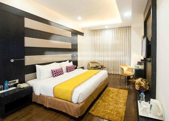 Hotel Turquoise Chandigarh: The Elegant  Living Room