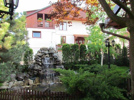 Little Texas Hotel: Garden area