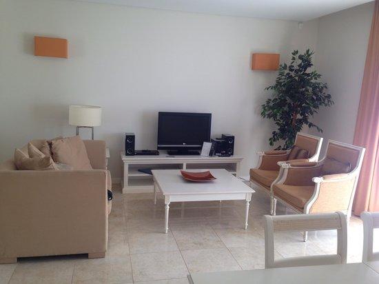 Monte Santo Resort: Living area