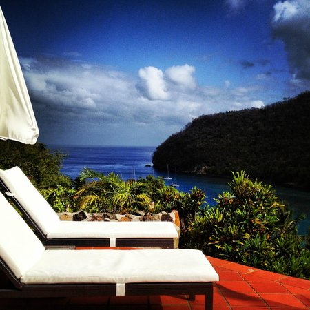 Marigot Palms Luxury Caribbean Guesthouse and Apartments: Pool area/ view from terrace