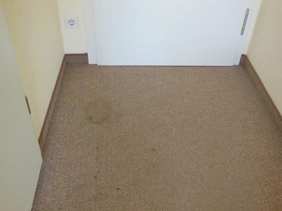 Upper Room Hotel : Der Teppich im Zimmer