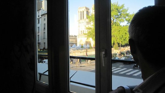 Hotel le Notre Dame: View from the bar looking at Notre Dame