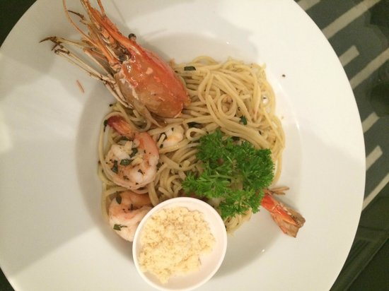 BYD Lofts Boutique Hotel & Serviced Apartments: Angel Hair Pasta with Prawns