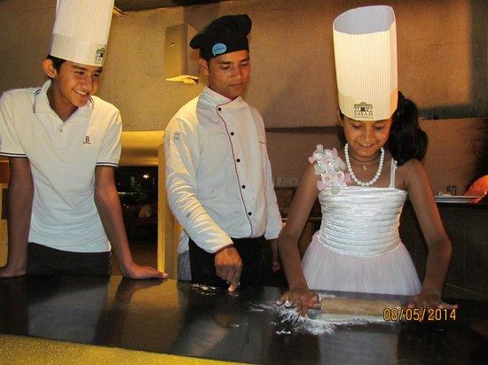 Mediterra at Sayaji Hotel : Tanishka making Pizza