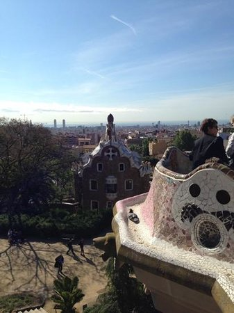 Parc Güell : Barcelona, pigeons and the sea fromPark Guell