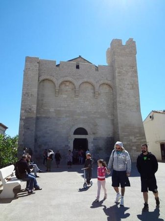 Église des Saintes-Maries : 教会の入り口
