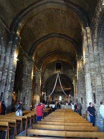 Église des Saintes-Maries : 教会の内部