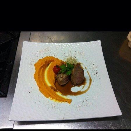 """Enfaim: Filet mignon de porc mousseline de """"Nantaise"""" jus corsé au Madère"""