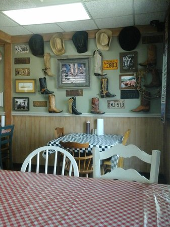 Tyler's Barbecue: Ambiance