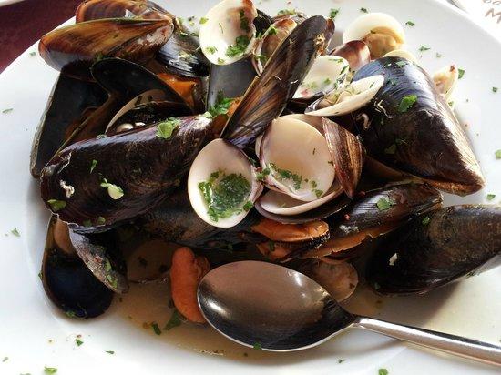 Cafe Sicilia : Этот набор морепродуктов почему-то называют супом...