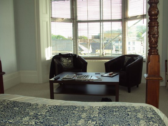 Snowdon House : Chairs etc in the window bay of room 6