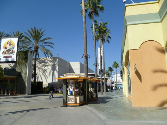 The Outlets at Orange : california sun