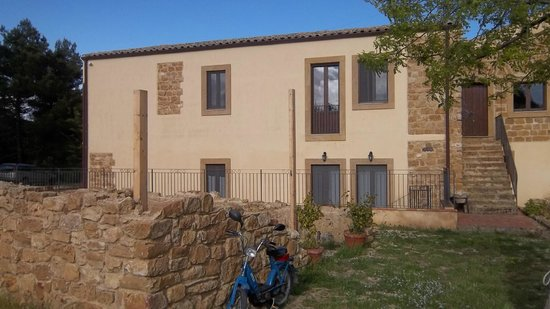 Villa Trigona: l'esterno