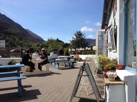 The Coffee Pot Cafe: Sat in the sun outside
