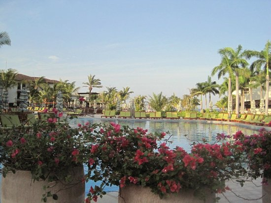 JW Marriott Guanacaste Resort & Spa : View of the pool in the AM