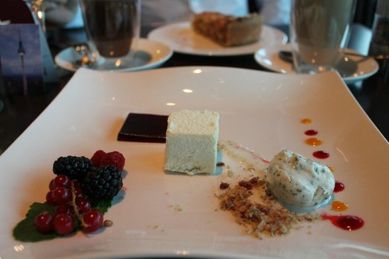 Restaurant Sphere: Dessert (menu 1)