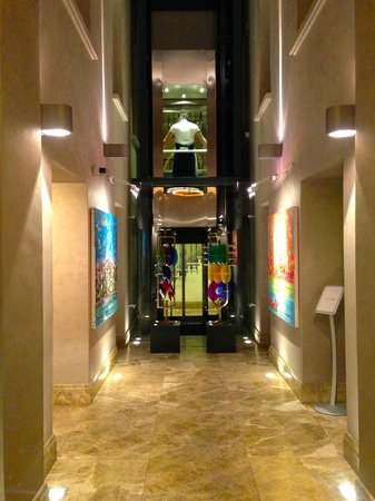 Tomtom Suites entrance