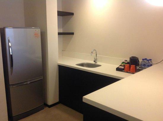 G Hotel Gurney: Kitchen