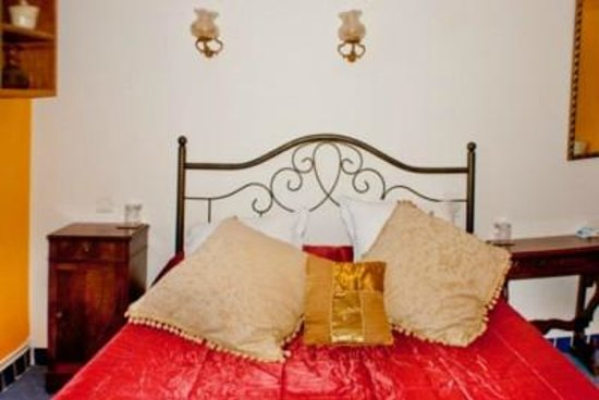 Maison L'Orchidee: Comfortable Beds with a Warm Welcome