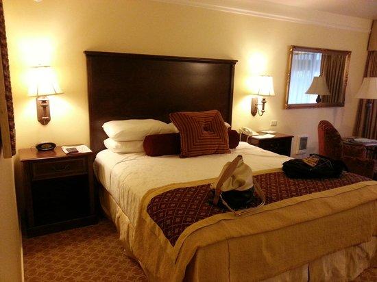 Best Western Plus Victorian Inn : Nice Bed