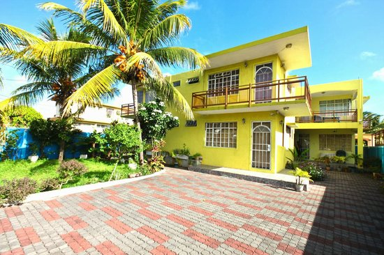 Mauritius Heaven Bungalows: Front view of Mauritius Heaven villa