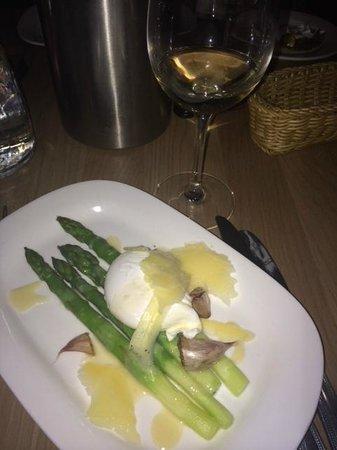 Bistrot Pierre: Asparagus starter.