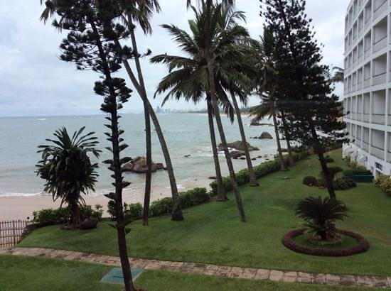Mount Lavinia Hotel: View from the lobby