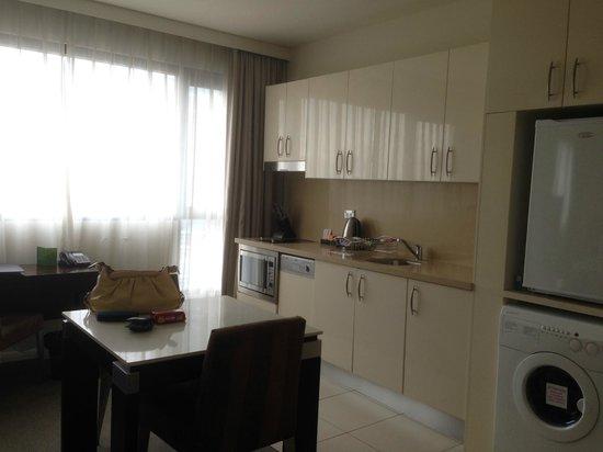 Meriton Serviced Apartments Kent Street: kitchen / Dining