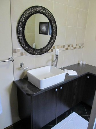 Glen Marion Guest House: En-Suite bathrooms in open plan or standard configuration.