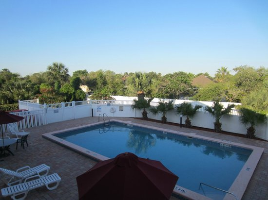 Americas Best Value Inn St. Augustine Beach: La piscine
