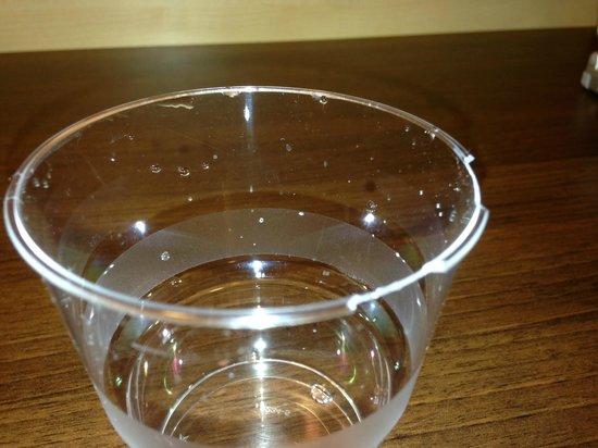 Holiday Inn Express Baden-Baden : Broken glass