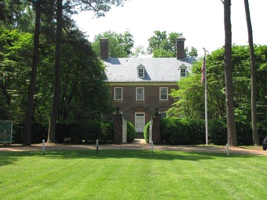 Berkeley Plantation : Front of Main House