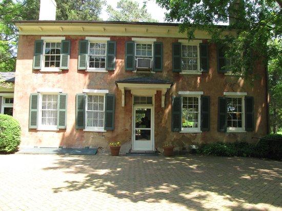 Berkeley Plantation : Riverside entrance of Main House